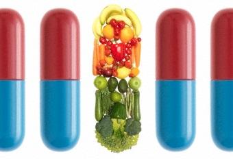 Les vitamines se retrouvent dans les fruits, les légumes… et puis en pharmacie! Source : http://www.corbisimages.com/
