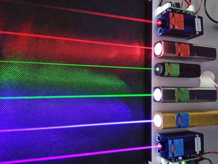 Lasers rouge (660 & 635 nm), vert (532 & 520 nm) et bleu-violet (445 & 405 nm)